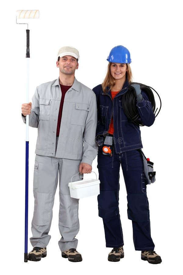 Electricista de sexo masculino de la hembra del decorador fotografía de archivo