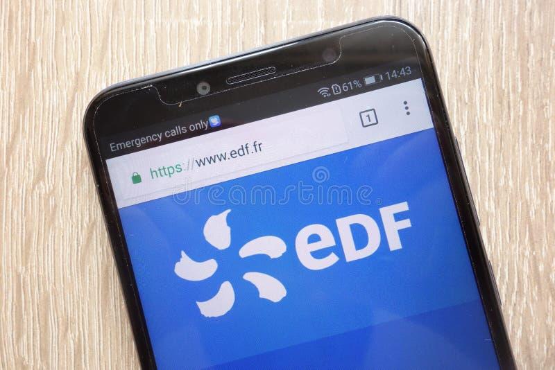 Electricite de Francja strona internetowa wystawiająca na nowożytnym smartphone fotografia stock
