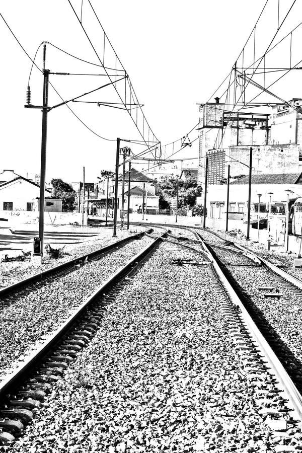 Electrified железная дорога в городе Faro стоковое изображение rf
