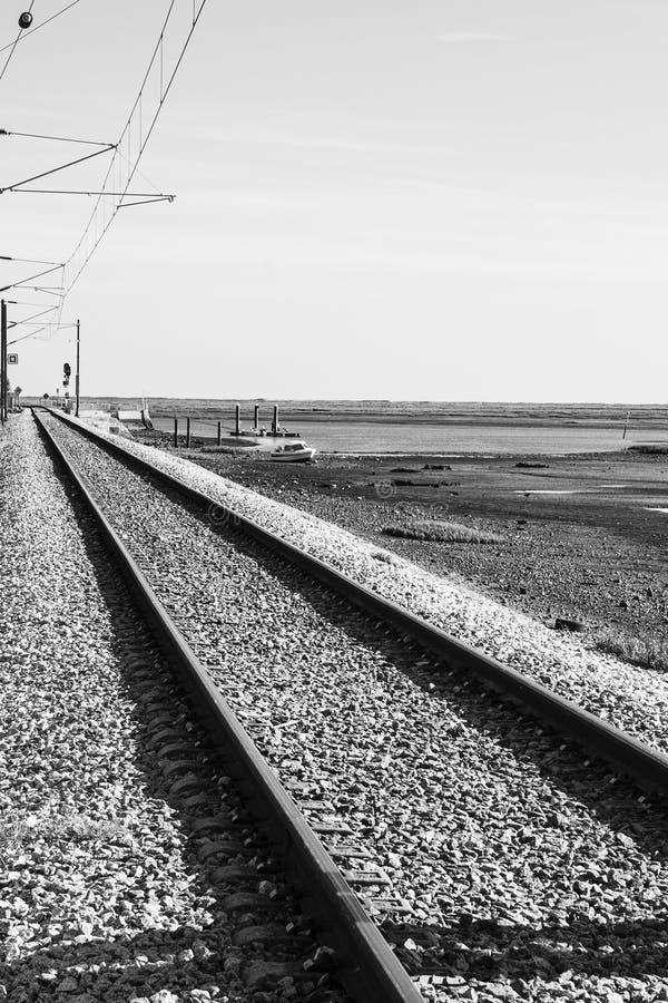 Electrified железная дорога в городе Faro стоковые изображения rf