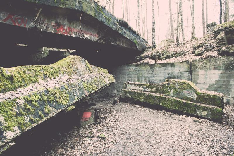 electro edificio abandonado de la estación - efecto del vintage fotos de archivo libres de regalías