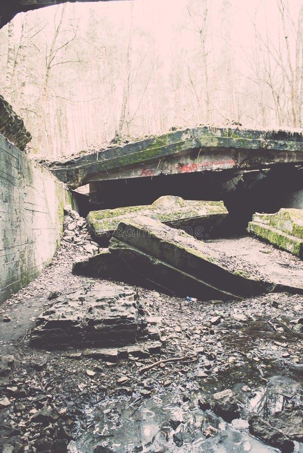 electro edificio abandonado de la estación - efecto del vintage fotos de archivo