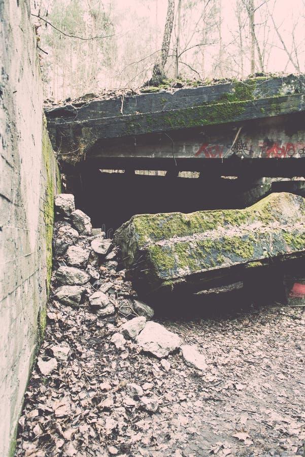 electro edificio abandonado de la estación - efecto del vintage imagenes de archivo