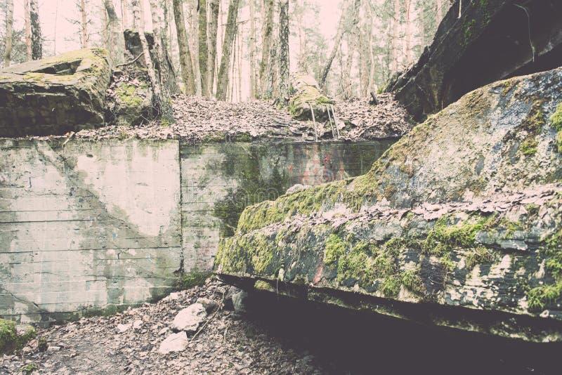 electro edificio abandonado de la estación - efecto del vintage imagen de archivo