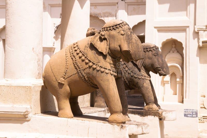 Elefant-Skulpturen an alten Jaina-Tempeln von Khajuraho lizenzfreie stockbilder