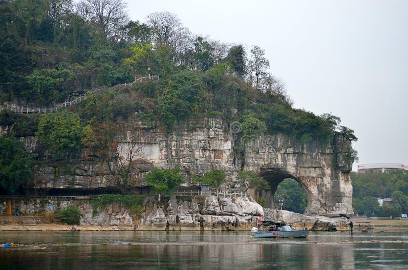 Elefant-Stamm-Hügel-Park von Guilin Guilin ist eine Stadt, die durch viele Karstberge und schöne Landschaft in China umgeben wird stockfotos