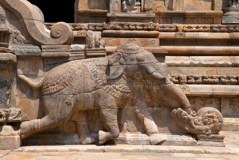 Elefante cerca de tramos escaleras, Agra-mandapa, templo de Airavatesvara, Darasuram, Tamil Nadu Visión desde el sur fotos de archivo