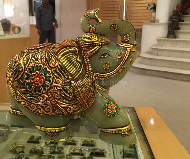 Elefante decorativo del jade y del oro fotos de archivo libres de regalías