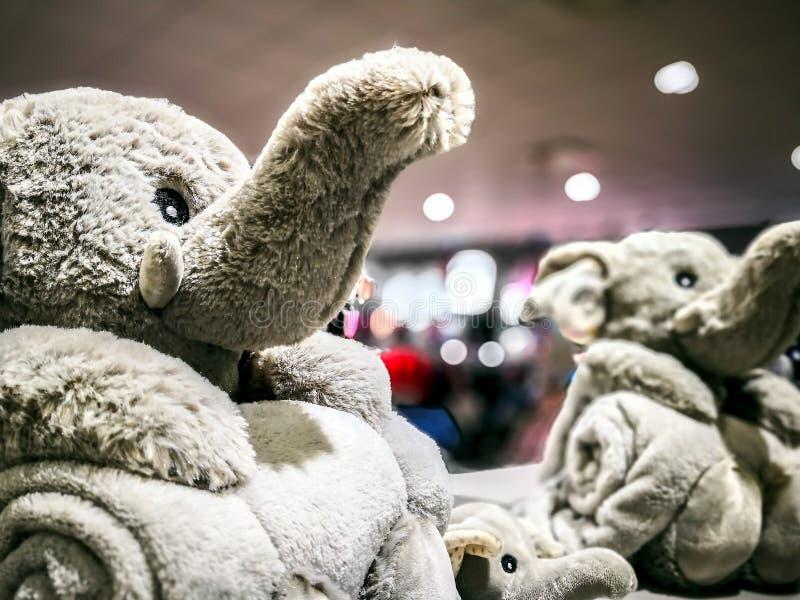elefante peludo de los juguetes imagenes de archivo