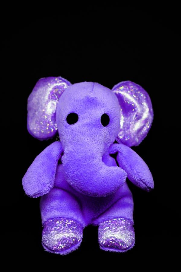 Elefante violeta do brinquedo do luxuoso imagem de stock