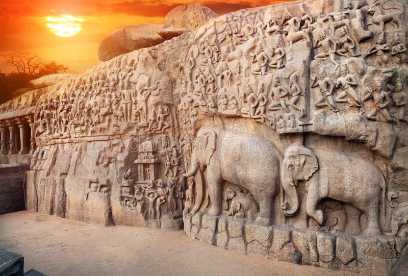 Elefanter vaggar i Mamallapuram royaltyfria foton