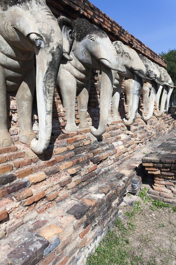 Elefantes em Wat Chang Lom imagem de stock