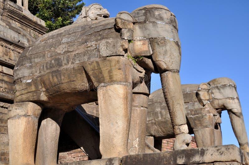 Elefanti di pietra al quadrato di Bhaktapur Durbar fotografia stock
