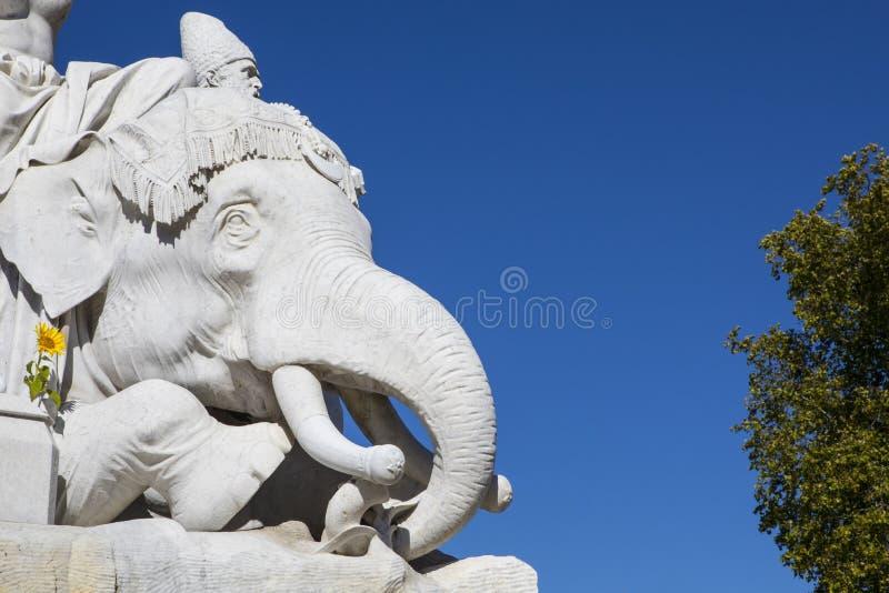 Elefantskulptur på Albert Memorial i London royaltyfri bild