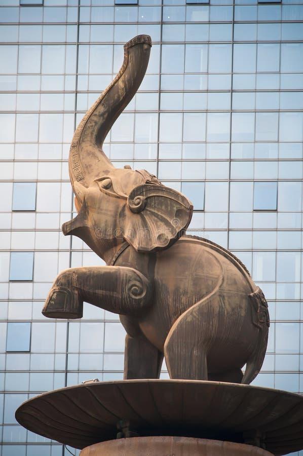 Elefantstaty på den Jinhu fyrkanten arkivbilder
