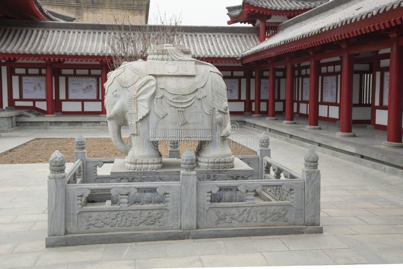 Elefantstaty på gåspagoden i XI '- en Imagen royaltyfri fotografi