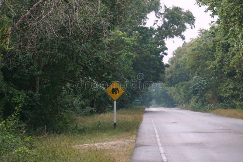 Elefantwarnung unterzeichnet lizenzfreies stockbild