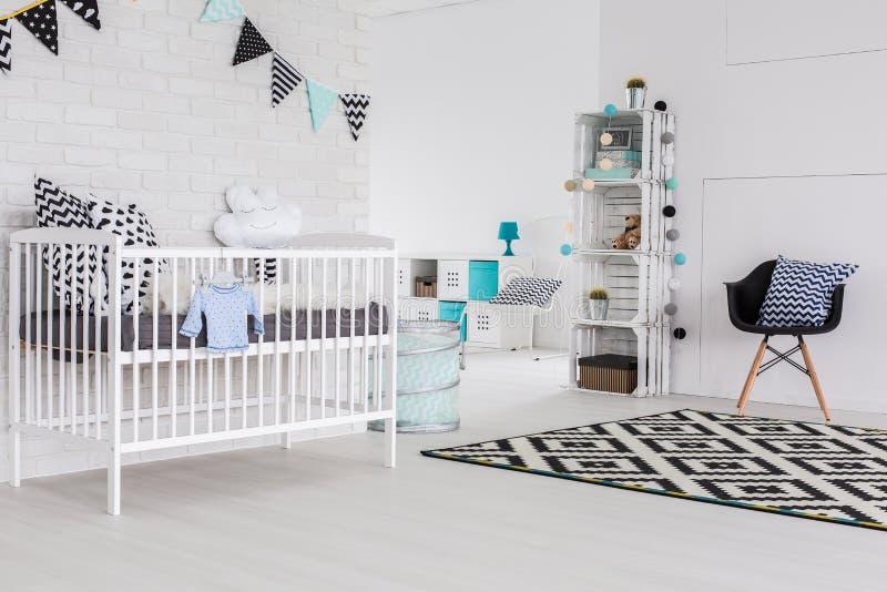 ¿Elegancia en un cuarto del bebé? ¡Seguro! foto de archivo libre de regalías