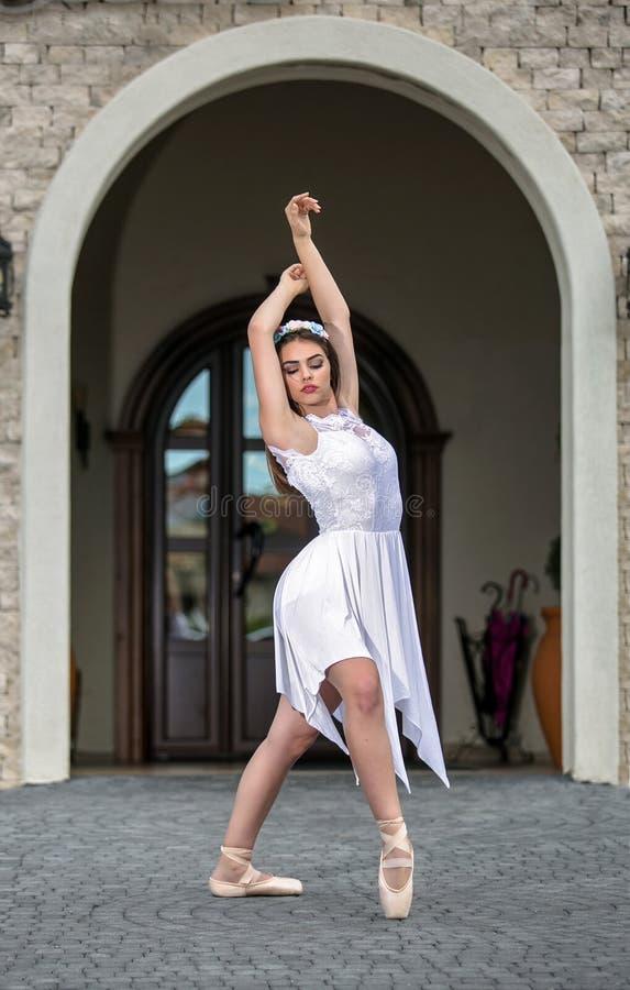 Elegancka baletniczego tancerza kobieta fotografia stock