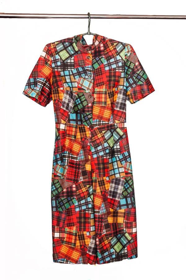 Elegancka Midi suknia z abstrakcjonistycznym geometrycznym barwionym wzorem, isol royalty ilustracja