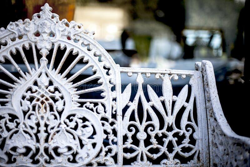 Elegancka stalowa ławka zdjęcia stock
