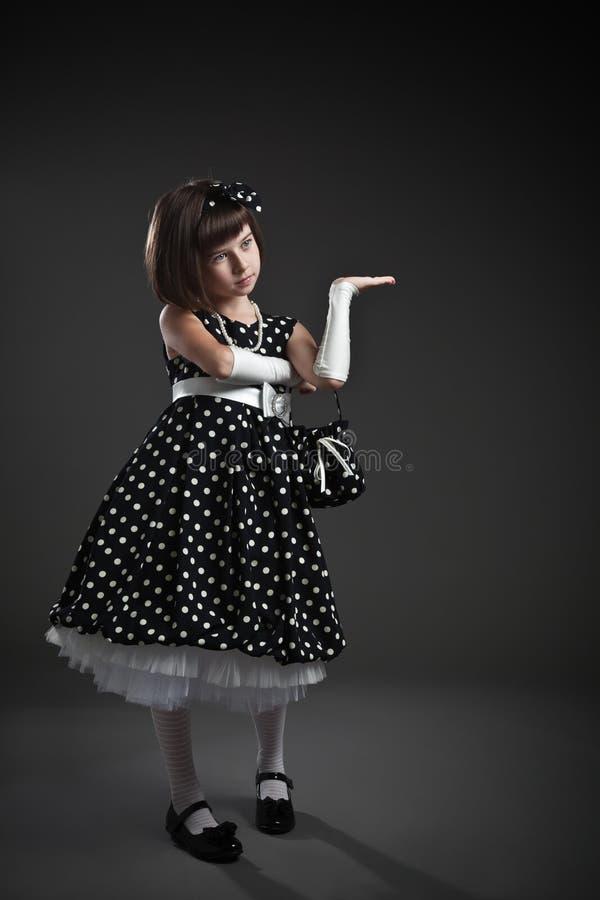 Elegancka staromodna ubierająca mała dziewczynka obraz royalty free