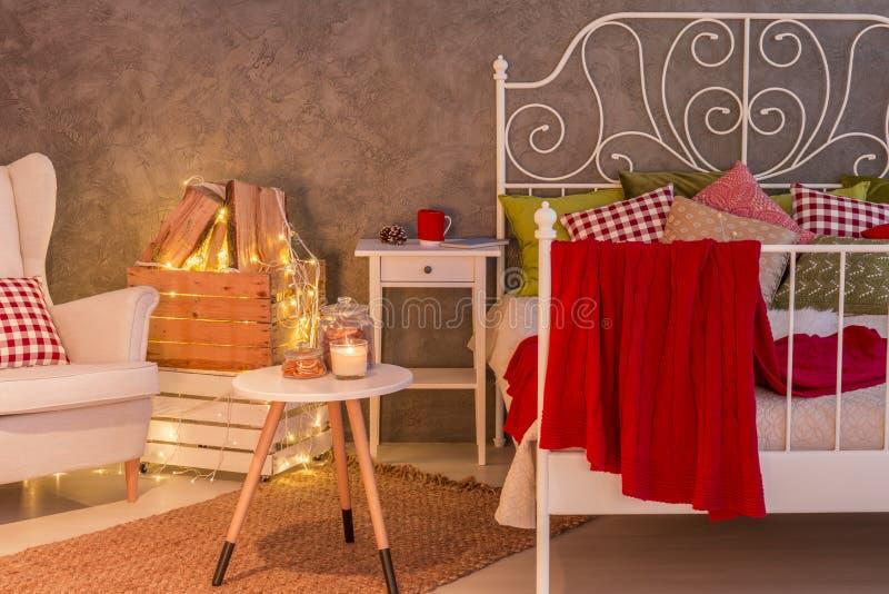 Elegancka sypialnia z świeczkami obraz royalty free