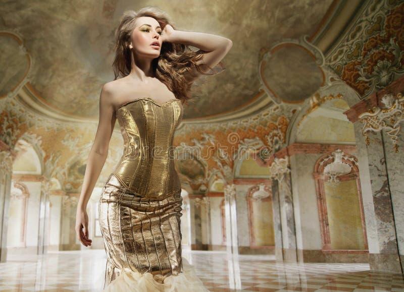 elegancka wewnętrzna mody dama zdjęcie royalty free