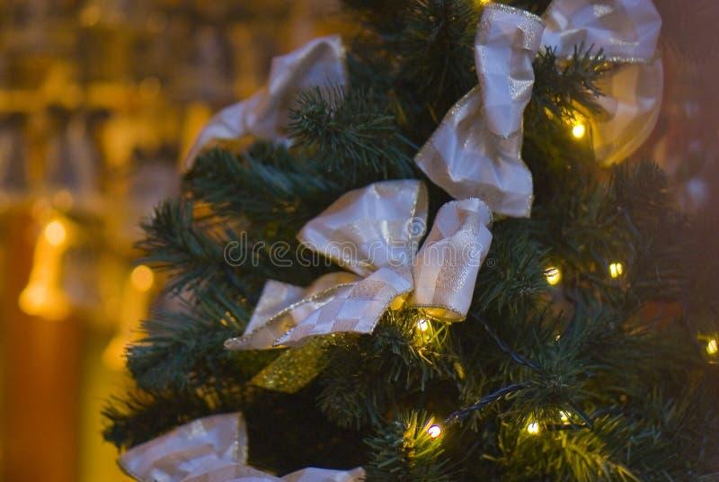 Elegancka złota tasiemkowa kępki ornamentacja zdjęcie stock