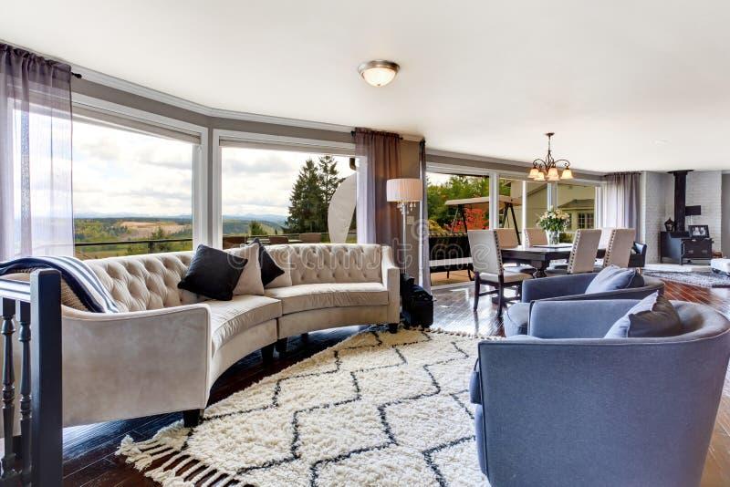 Elegancki żywy izbowy wnętrze w luksusu domu zdjęcia royalty free