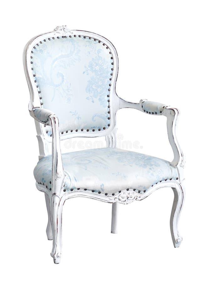 Elegancki bławy fotel odizolowywający na bielu Karło z błękitnym tkaniny tapicerowaniem obraz royalty free