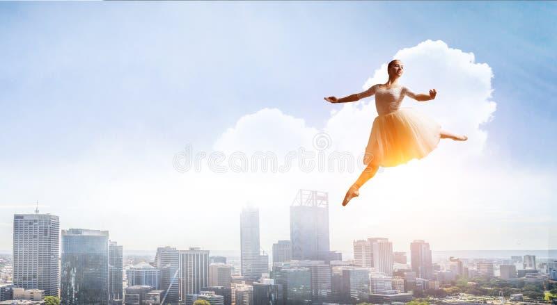 elegancki balerina taniec Mieszani ?rodki fotografia stock