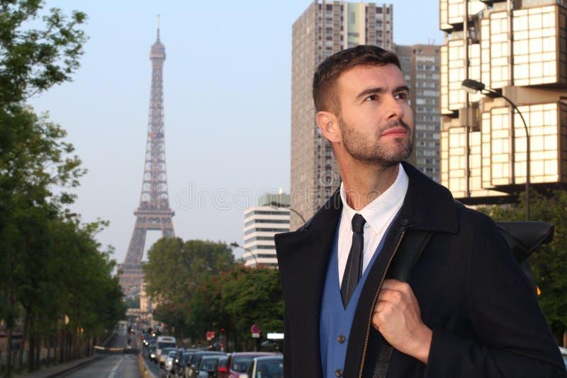 Elegancki biznesmen w Paryż, Francja obrazy stock