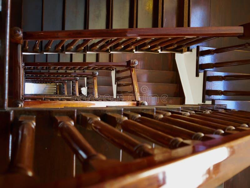 Elegancki klasyczny projekta drewna schody obraz royalty free