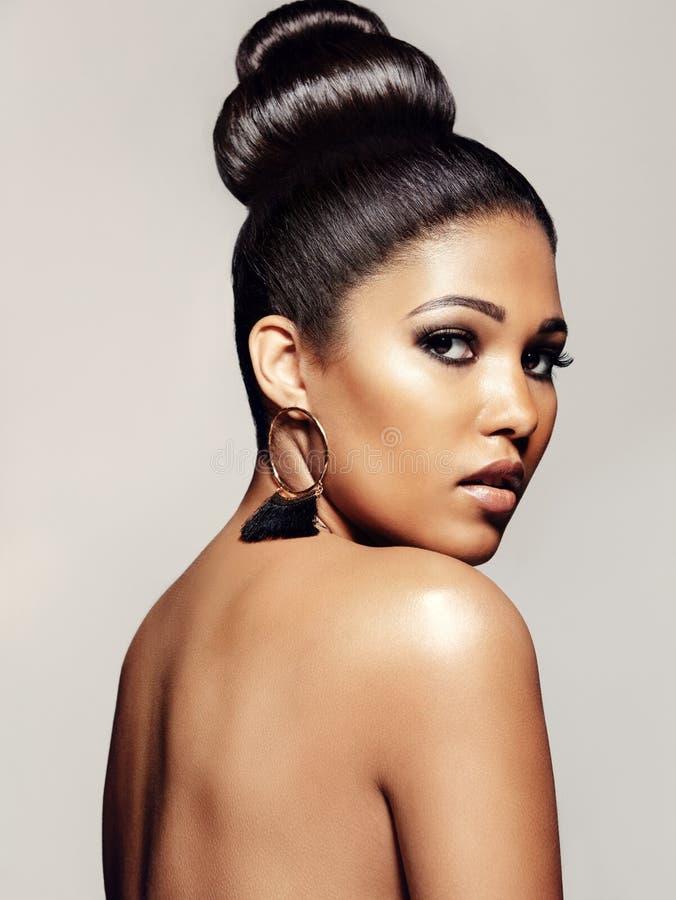 Elegancki kobieta model z pięknym grzechem obraz royalty free