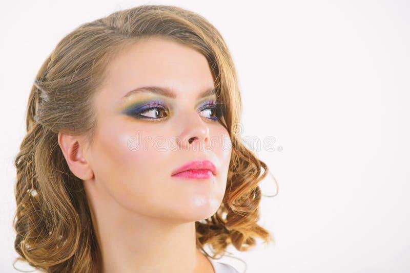 Elegancki makeup poj?cie Retro i roczniku Dziewczyna z doskonali? zdrow? sk?r? i pi?knym makeup Dziewczyny retro fryzura i obraz stock