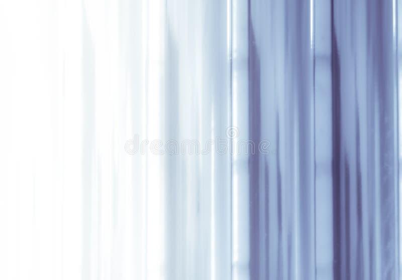 Elegancki pasiasty fiołkowy tło wzoru fading w biel przestrzeń royalty ilustracja