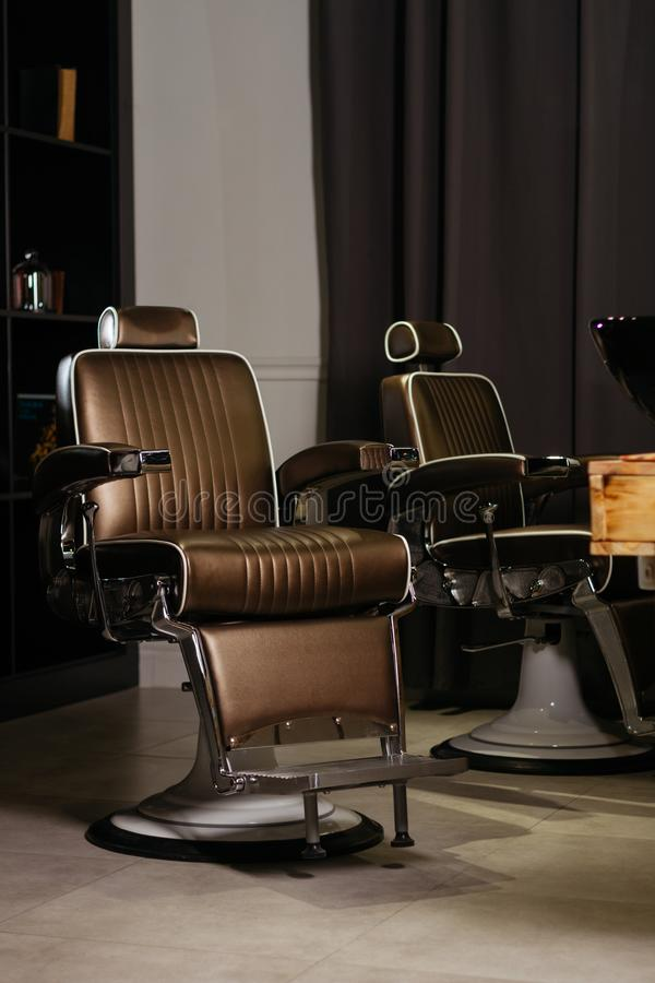 Elegancki rocznika fryzjera męskiego krzesło zdjęcie stock