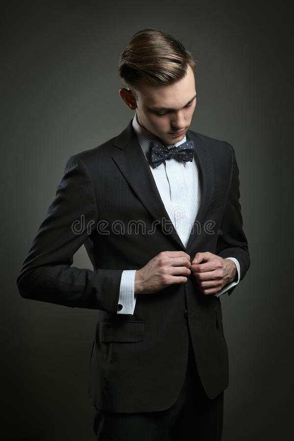 Eleganckiego mężczyzna opatrunkowy garnitur zdjęcia royalty free