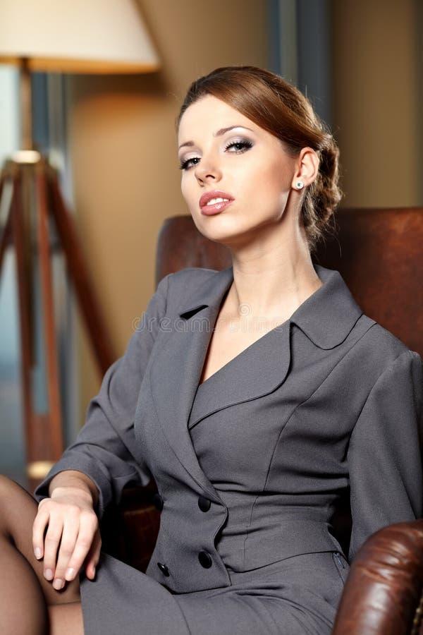 Elegant affärskvinna royaltyfria foton