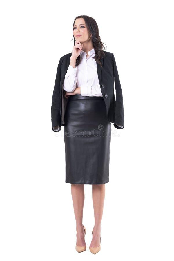 Elegant affärskvinna som lyssnar eller lär hållande ögonen på seminarium eller presentation på uppmärksamhet royaltyfria foton