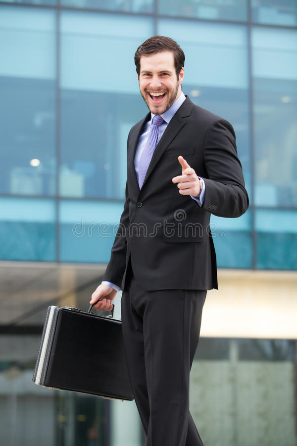 Download Elegant Affärsman Som Ser Hans Klocka Arkivfoto - Bild av affärsman, framgång: 37345174