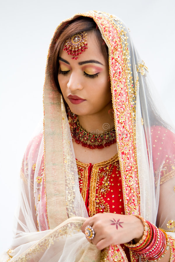 Download Elegant Bengali bride stock photo. Image of daisy, gold - 6794712