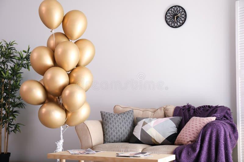 Elegant binnenland van woonkamer met luchtballons royalty-vrije stock foto