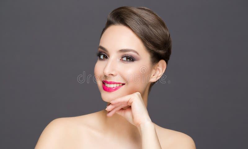 Elegant brunettsk?nhet arkivbild
