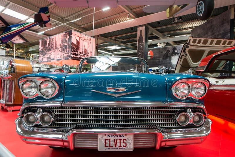 Elegant Chevrolet Impala cabriolet arkivfoton