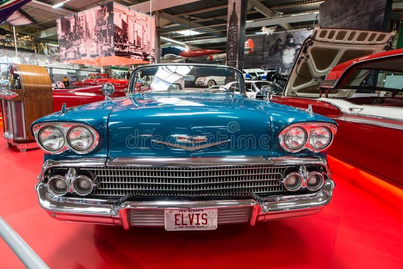 Elegant Chevrolet Impala cabriolet arkivbilder