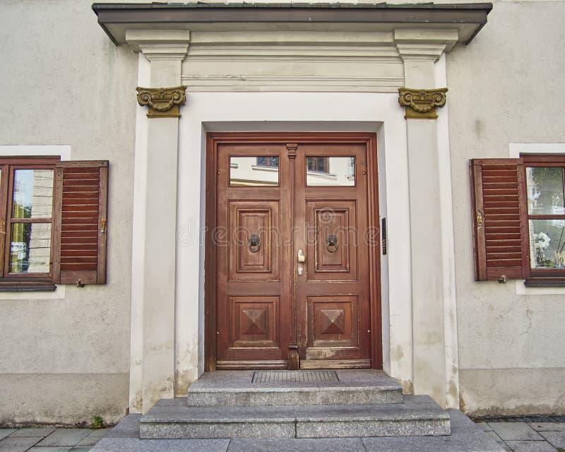 Elegant dörr, Munchen, Tyskland royaltyfri foto