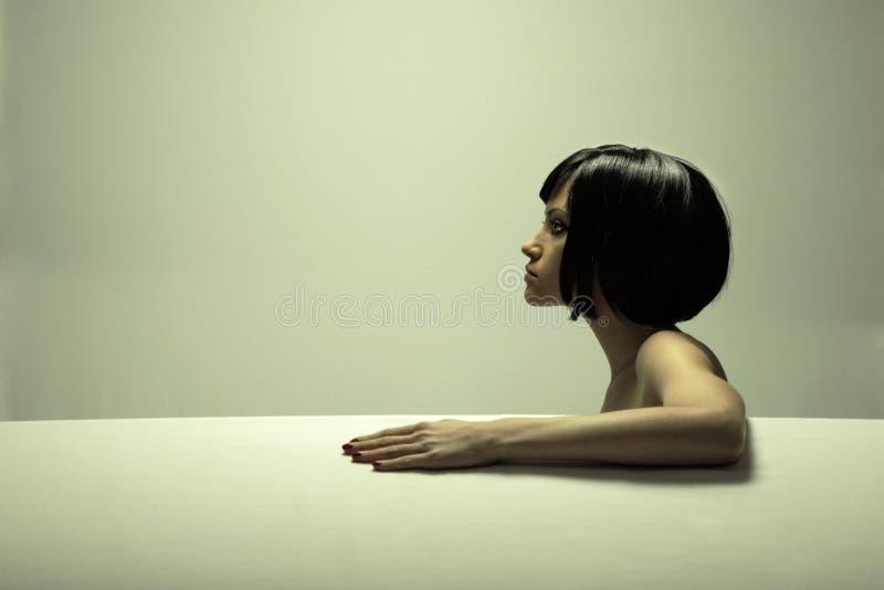 elegant fin flickastående för konst arkivfoton