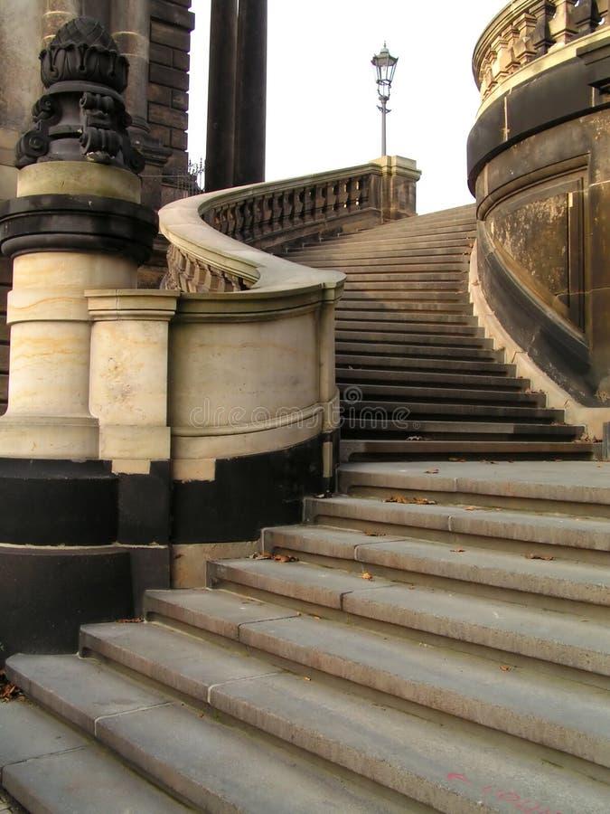 Download Elegant gekurvt stockfoto. Bild von treppe, elegant, deutschland - 41706